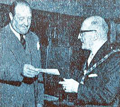 Capt. Munn handing a cheque over to the Moyor of Huddersfield